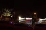 Video: Cây đa cổ thụ bật gốc đè bẹp nhiều ki-ốt trong đêm ở Đắk Lắk