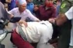 Clip: Nữ 'cẩu tặc' trộm chó giữa ban ngày bị người dân 'xử' trước mặt Công an xã