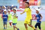 Quang Hải, Duy Mạnh, Đình Trọng chơi bóng với cùng lúc 150 em nhỏ