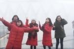 Video: Du khách thích thú ngắm tuyết rơi trên đỉnh Fansipan