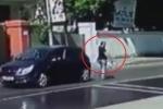 Clip: Nữ tài xế đạp nhầm chân ga, cán chết người chỉ dẫn giúp mình