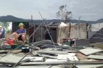 Dân Hà Tĩnh ngao ngán nhìn cảnh tượng đổ nát, tan hoang sau bão số 10