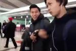 Clip: Công Phượng 'dỗi hờn' Văn Thanh cực đáng yêu ở sân bay