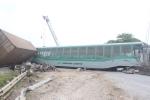 Clip: Rùng mình khoảnh khắc xe tải đi vào đường sắt bị tàu hỏa tông văng ở Nghệ An