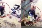 Clip: Kinh hãi xe máy chở 4 người lao xuống hố tử thần sâu 7 mét