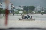 Bão đi, lũ về nhấn chìm TP Quy Nhơn trong biển nước