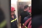 Bị mắc kẹt trong thang máy gần 20 phút, 21 người hoảng loạn
