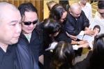 Nhật Hào khóc nức nở tiễn đưa Minh Thuận về nơi an nghỉ cuối cùng