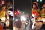 Clip: CSGT dẫn trước đoàn xe ăn mừng chiến thắng, nhắc 'đi chậm, cổ vũ an toàn'