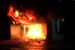 Trăm người dập tắt đám cháy lớn mùng 5 Tết ở Sài Gòn