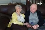 Mẹ 98 tuổi chuyển vào viện dưỡng lão để chăm con 80 tuổi