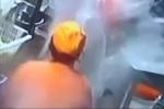 Bị đụng chạm, nhân viên nhà hàng dội nước sôi vào nữ đồng nghiệp