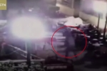 Clip: Đốt pháo thả xuống bể phốt, bé trai bị hất bay lên trời