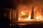 Xưởng làm lốp ô tô bị bà hỏa thiêu rụi trong đêm, cả gia đình thoát nạn