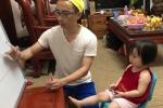 Clip: Bố sốt sắng giúp con gái nhỏ ôn thi vào lớp 1 khiến dân mạng phì cười