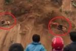 Clip: Khoảnh khắc lở đất kinh hoàng kéo 2 máy xúc xuống vực sâu ở Lai Châu
