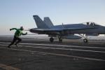 Video: Thiết bị không ngờ giúp máy bay hạ cánh an toàn trên tàu sân bay Mỹ