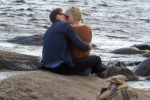 Taylor Swift hôn 'Loki' trên biển sau khi chia tay bạn trai