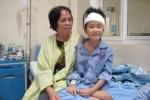 Bé gái 10 tuổi bị u não hồi phục kỳ diệu khi gia đình hết hy vọng