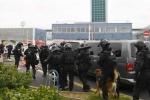Nổ súng ở sân bay Paris, cảnh sát bắn chết một người