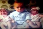 Phì cười clip cậu bé 'choáng nặng' khi lần đầu gặp 2 bé sinh đôi