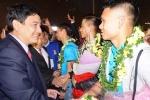 Nghệ An: Dòng người ken đặc đón các cầu thủ U23 Việt Nam