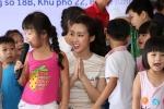 Bận rộn làm giám khảo 'Hoa hậu Việt Nam 2018', Đỗ Mỹ Linh vẫn tất bật đi từ thiện