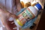 Bé trai 11 tuổi bỏ thuốc trừ sâu vào bình nước nhà cậu ruột để 'trả đũa'
