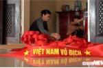 Ảnh: 'Công xưởng' tăng tốc sản xuất cờ đỏ, băng rôn cổ vũ U23 Việt Nam