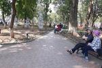 Bóc vỉa hè Hồ Gươm, lát mới bằng granite: Dân kêu lãng phí, sợ trơn trượt