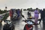 Đi đường gặp mưa dông, 2 người bị sét đánh thương vong
