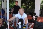 Video: Bộ đôi quyền lực Putin-Medvedev tập thể hình ở Sochi