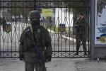 Tự vệ Crưm lập rào chắn Hải quân Ukraine