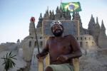 Video: Người đàn ông sống trong lâu đài cát 22 năm