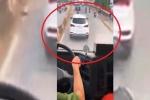 Tài xế cản đường xe cứu hỏa bị tước bằng lái 2 tháng