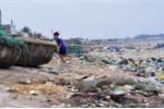 Ảnh: Bờ biển đẹp như mơ ngập ngụa hàng tấn rác thải ở Bình Thuận
