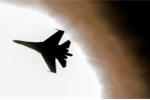 Video: Cận cảnh tiêm kích Nga 'rượt đuổi' B-52H của Mỹ