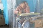 Cậu bé 9 tuổi mắc ung thư làm bài thi trên giường bệnh khiến dân mạng Trung Quốc xôn xao
