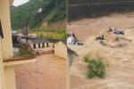 Clip: Lũ quét nhấn chìm trường học ở Sơn La, thầy trò hoảng loạn chạy lên cao tránh lũ