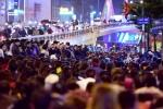 Tràn ra đường 'dâng sao giải hạn' ở chùa Phúc Khánh: 'Không thể cầu xin ai giải nghiệp cho mình'