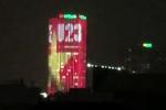 Clip: Cao ốc giăng đèn led tạo hình quốc kỳ và chữ U23 đỏ rực trời Hà Nội