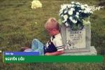 Cậu bé ngồi bên mộ kể chuyện cho em sinh đôi suốt 5 năm