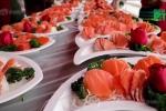 Đám cưới nông thôn gây choáng với tiệc bào ngư, cá hồi phục vụ 1.500 khách