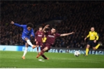 Fabregas: Tử thủ trước Barcelona là tự sát