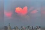 Đám mây hình trái tim hồng rực trên bầu trời Trung Quốc gây xôn xao