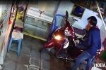 Clip: Thanh niên đột nhập vào nhà, bẻ khóa xe máy để trộm... xe đạp