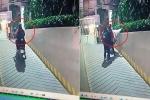Clip: Nhấn ga khi lên dốc, cô gái bốc đầu xe máy dựng đứng khiến dân mạng cười 'đứt ruột'