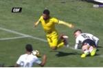 Video: 'Đóng kịch' lộ liễu, cầu thủ vẫn kiếm được phạt đền theo cách khó tin