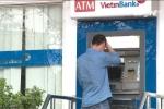 Hà Nội: Quên thẻ trong cây ATM sau khi rút tiền, bị rút trộm 21 triệu đồng