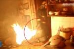Clip: Lính cứu hỏa liều mình ôm bình gas cháy ngùn ngụt ra ngoài